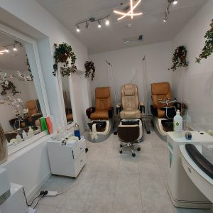 american nails & beauty bath interior 2